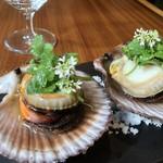 せろ - 三陸赤皿貝とパクチー