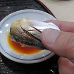 105964544 - 寿司は手で食す・コハダ