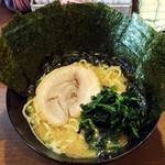 105976474 - ラーメン750円麺硬め。海苔増し100円。