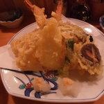 魚・旬菜小料理ととや - 天ぷら盛り合わせです。