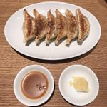 小宇宙 - コソラ餃子(6個) 〜自家製みそダレと塩レモンで〜