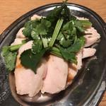 小宇宙 - 自家製蒸し鶏(パクチーのせ)