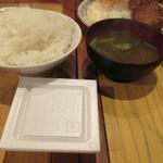 """寅""""むすこ食堂 - 定食のライス・味噌汁・納豆"""