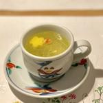 105987492 - 鶏スープ