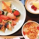 東鮓本店 - 寿司膳のセットはこんな感じで出てくる