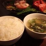 肉匠 牛虎 - 牛虎ランチ1100円(ご飯、ワカメスープ)