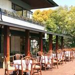 岩崎台倶楽部 グラスグラス - こちらはレストランとは別サイド。ここにもテラス席