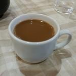 レストラン香港 - 食後のミルクコーヒー