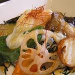 創作料理 銀の趣 - 十種の野菜丼 温玉のせ単品630円