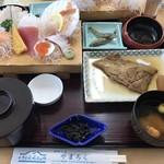 やまろく  - 料理写真:お昼の海鮮の定食です。