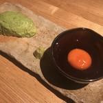 カッシーワ - アボカドの刺身(卵黄の醤油漬けと)500円