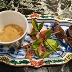魚貝三昧 げん屋 - 珍味盛り合わせ       自家製いかの塩辛、空豆の蜜煮、からすみ大根、       あさり串、ほたるいかの丸干しの5種盛り