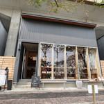 天然酵母の食パン専門店 つばめパン &Milk - 外観☆