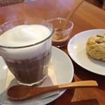 アルバンモー - 豆乳ラテ400円@2011.12.1 プレーンなのでてんさい糖をお好みで