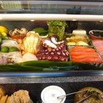 寿司奴 - ネタケースにはいつも新鮮なネタがいっぱい。
