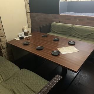 2~8名様までご利用可能なソファ個室です。