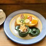 アンドウッドカフェ - 料理写真:ここのロールケーキすき♡+200円でついちゃう