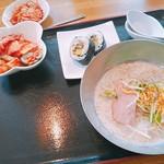 韓流ダイニング 東大門市場 - 料理写真:スンドゥブと、サラダバー付きます