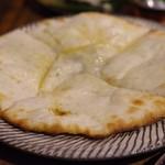 シバカリーワラ - ゴルゴンゾーラチーズクルチャ