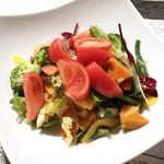 106050587 - 高糖度フルーツトマトと彩り野菜のミックスサラダ(1,000円)