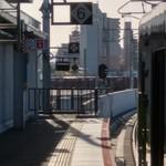 106053684 - 南吹田駅にて貨物列車通過待ち(番外編)