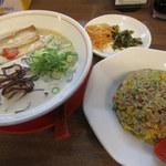 濃厚とんこつラーメン 一鶴 - 料理写真:半チャンセット(920円)