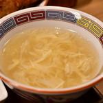 三度の飯より餃子好き - 【元祖焼餃子 から揚げ定食@704円】スープ