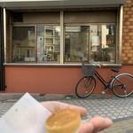 つるや製菓 - 【2019.4.5】白あんが入った小さな都まんじゅうは一個35円。