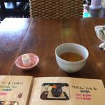 青鶴洞 - お茶とおしぼり