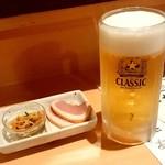 とれたて北海道 - とれたて北海道@札幌駅前店 生ビール、お通し(486円+410円)