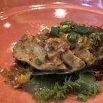 106074367 - ◆蝦夷鮑の特製XO醤蒸し・・殻を見ても小さめの鮑ですが、食べやすくカットしてあり少し噛み応えのある品。 XO醤大好きですので、お味付けは好みでした。