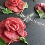 円山別邸 - とろける食感と上品な味わい。十勝産桜肉の炙り馬刺し