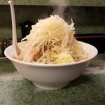 ラーメン二郎 - ラーメン+野菜+ニンニク