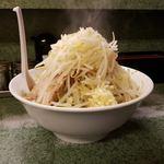 ラーメン二郎 - 横からラーメンラーメン+野菜+ニンニク