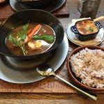 Cafe soco. - 牛タンと野菜と玉子のスープカレー