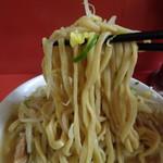 ラーメン二郎 - 細めで食べやすい