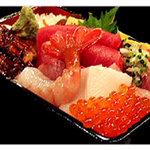 六本木 福鮨 - お得なランチセットは3種類。ちらしが特におすすめです。特製ちらし・にぎりのご用意もございます。
