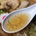 拉麺人生 - クリアでオイリーなスープ