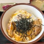 中井食堂 中井パーキングエリア(PA)下り線 - かつ丼 760円。