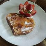 ユイットカフェ - 季節限定 苺のフレンチブリュレ(ハーフ)