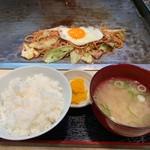 狸狸亭 - 焼きそば定食(豚)