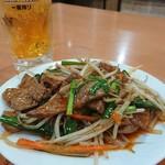 龍華 - 生ビールとニラレバ