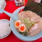 山岡家山形西田店 - 塩ラーメン+コロチャー+JAF煮卵 960円 半ライス 120円