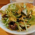 魚串さくらさく - 最初に水菜主体のサラダが出てきます。