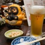 昭和街酒場 はちえん - まずはビールで乾杯