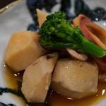 昭和街酒場 はちえん - イカと里芋の煮物