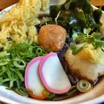 自家製麺 うどん日和 - 黒米ぶっかけうどんアップ めんが見えません。