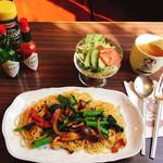 きゃらばん - 期間限定 菜の花のスパゲティランチ 1,000円 サラダ、スープ、コーヒー、フルーツ付き