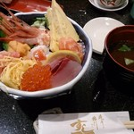 すし一 - 海鮮丼と赤だし