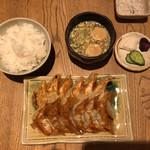 ぎょうざ処 高辻 亮昌 - 定食 780円 (ぎょうざ(二人前)、ごはん、味噌汁、お漬物)